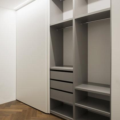 Moderni miegamojo spinta, IVES Furniture, Vilnius